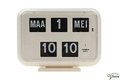Twemco QD-35 kalenderklok voor slechtzienden met digitale, witte valcijfers en datum aanduiding.