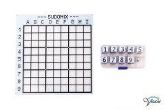 Sudomix voor blinden, bord met diepliggende velden en magnetische cijfers in braille.